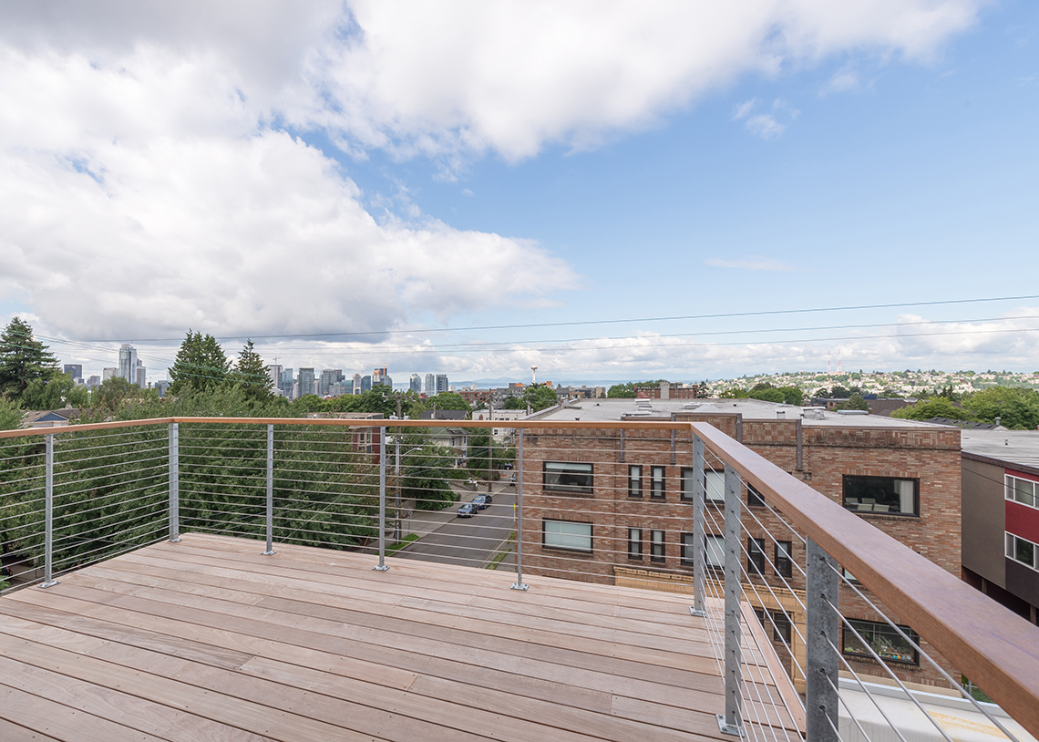 Build LLC 602 Flats deck with Space Needle view, © Andrew van Leeuwen