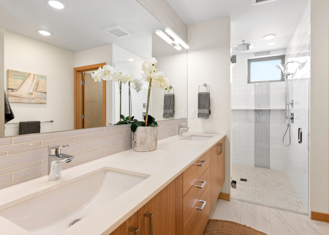 Haberzetle Homes Playful All-Electric 4-Star Townhomes bathroom