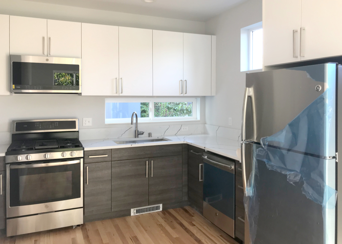 Chieftain LLC: West Seattle 4-Star Townhome kitchen